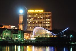 Klick zum Warnemünder Hotel Neptun